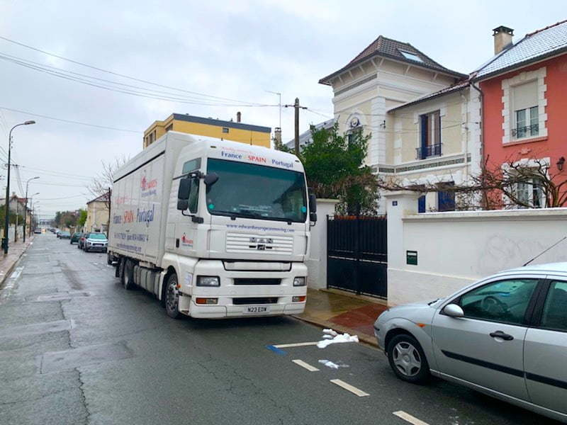 Removals truck paris france