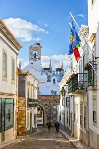 relocating to Algarve
